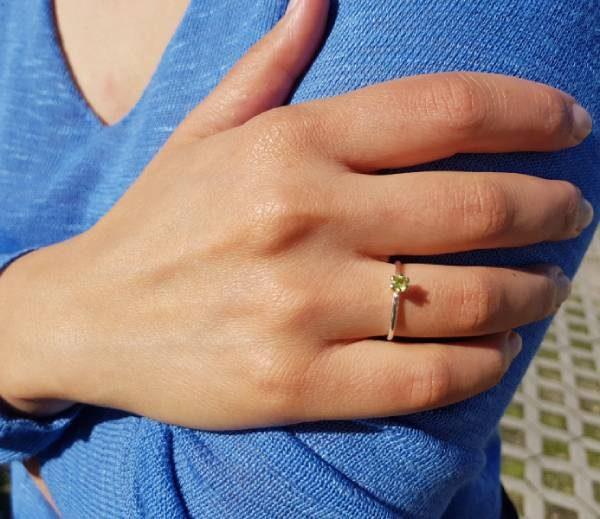 anillo iris peridoto-Gardianjoyas